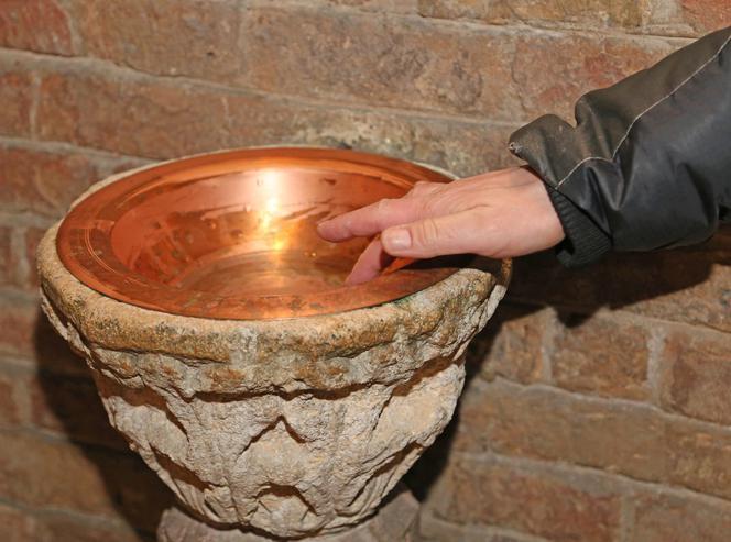 Czy po mszy świętej przy wyjściu trzeba robić znak krzyża wodą święconą?